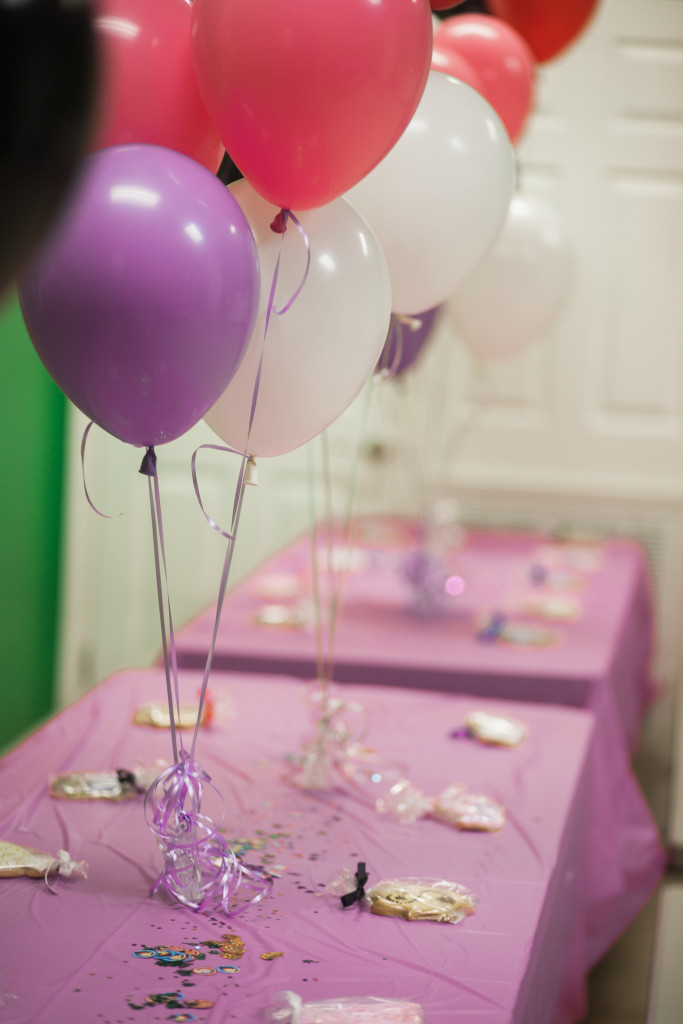 Pirate and princess party decorations #birthdayparty | www.thechampagnesupernova.com