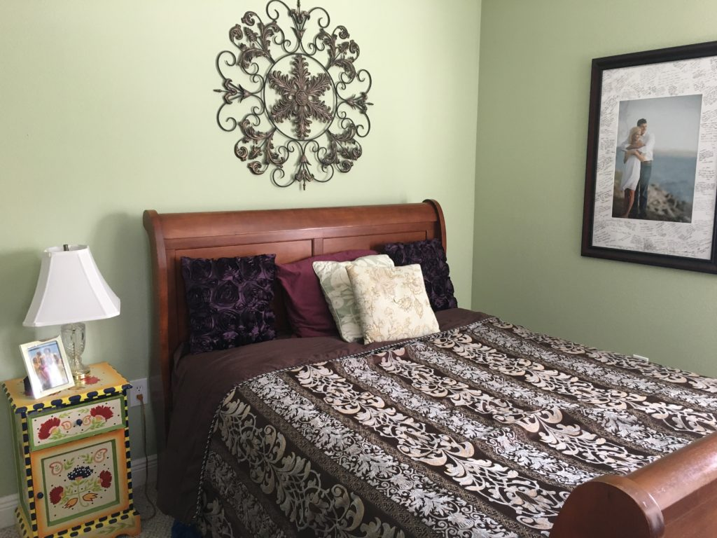 Guest bedroom makeover before and after | The Champagne Supernova