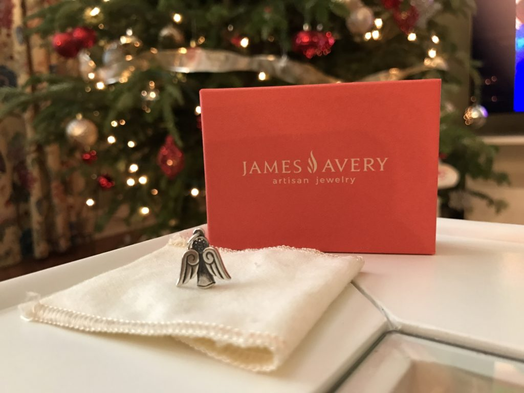 A magical Christmas with James Avery charms | The Champagne Supernova